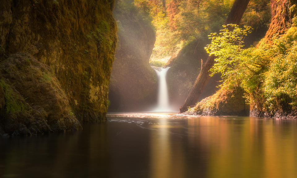 Golden Punchbowl Falls Oregon